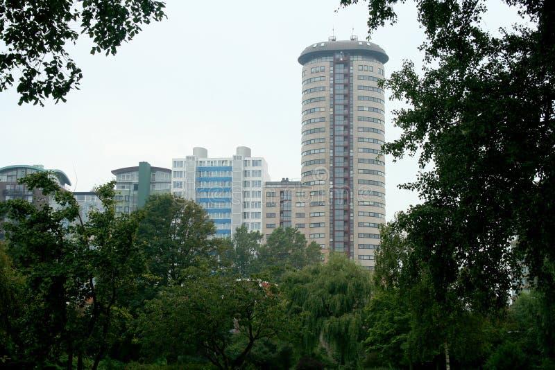 flatgebouw langs het strand royalty-vrije stock fotografie