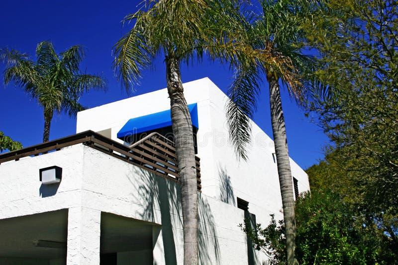 Flatgebouw met koopflats in Tropisch Nr 1        royalty-vrije stock fotografie