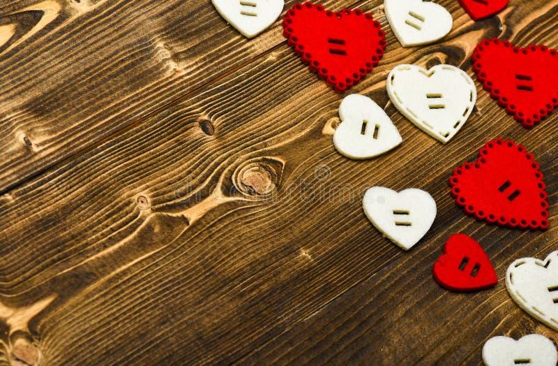 flatlay最小的被称呼的情人节 爱浪漫史 浪漫问候 情人节心脏背景 框架被做  免版税库存照片