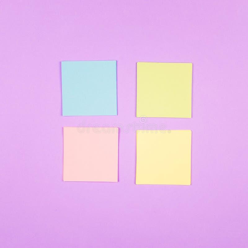 Flatlay avec les notes de papier colorées photo libre de droits