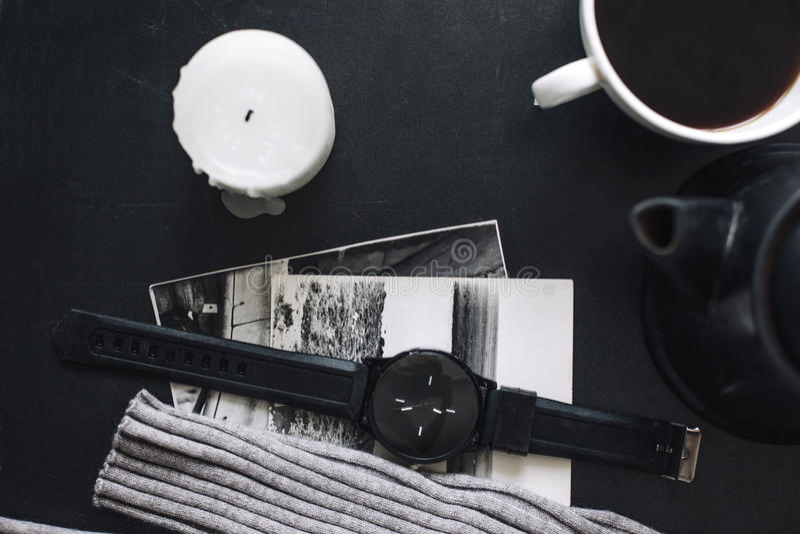 Flatlay del suéter y del café del invierno foto de archivo libre de regalías