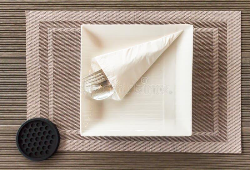 Flatlay kuchenni akcesoria na stole przed bankietem zdjęcia stock