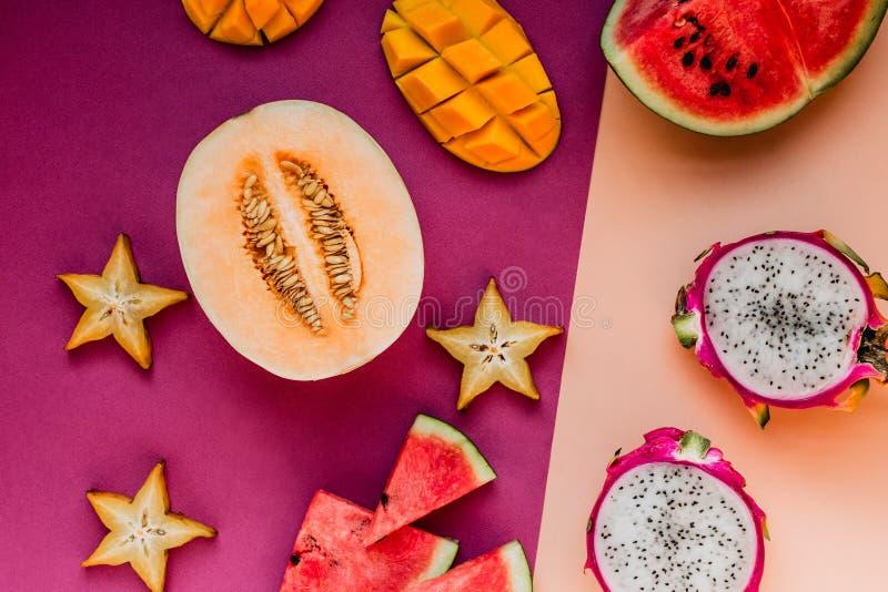 Flatlay różnorodne egzotyczne owoc obraz royalty free
