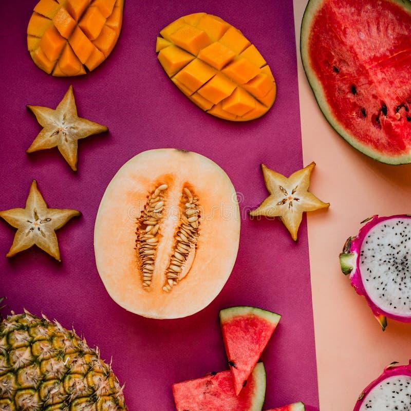 Flatlay różnorodne egzotyczne owoc obrazy royalty free