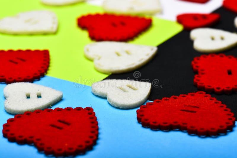 flatlay最小的被称呼的情人节 爱和浪漫史 浪漫问候 情人节心脏背景 ?? 免版税库存图片
