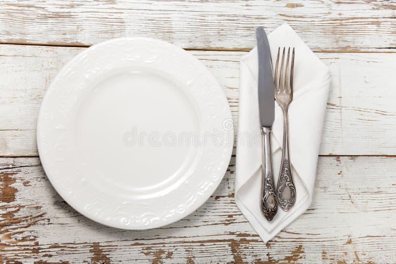 Flatware на деревянном столе стоковое фото rf