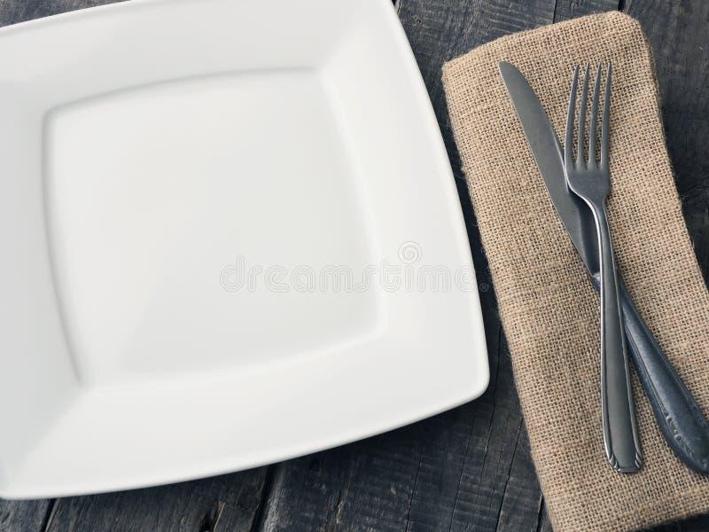 Flatware на таблице стоковые изображения rf