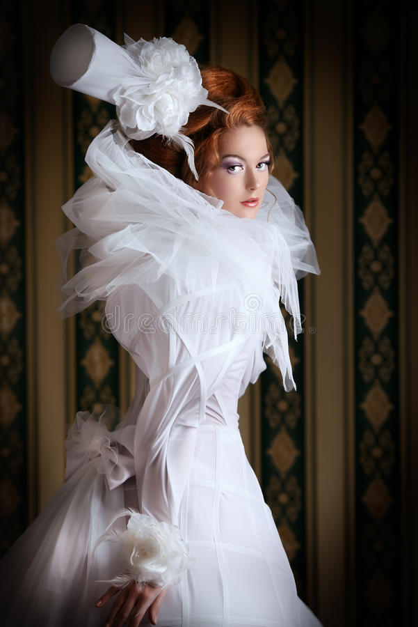 Flaumiges Kleid lizenzfreie stockfotografie