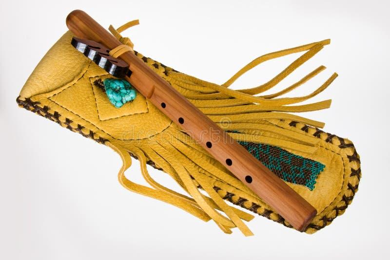 Flauta nativa com malote fotos de stock