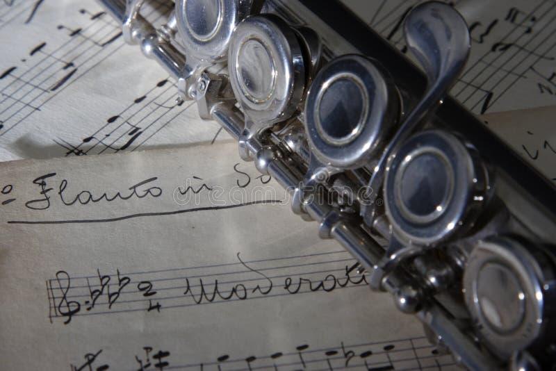 Flauta Y Vieja Música De Hoja Foto de archivo - Imagen de color ...