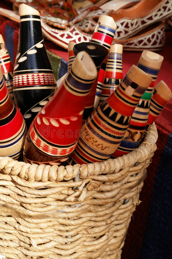Flautas tradicionais do reedpipe de Mostar na cesta imagem de stock royalty free