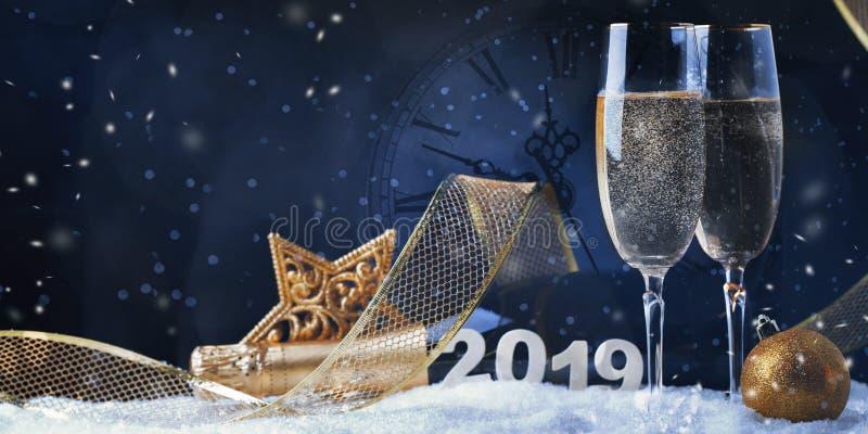 Flauto di Champagne Explosion With Toast Of Cartolina di Natale fotografie stock libere da diritti