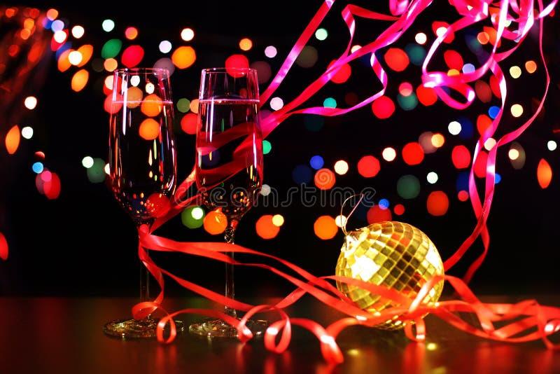 Flauto di champagne nella regolazione di festa immagine stock