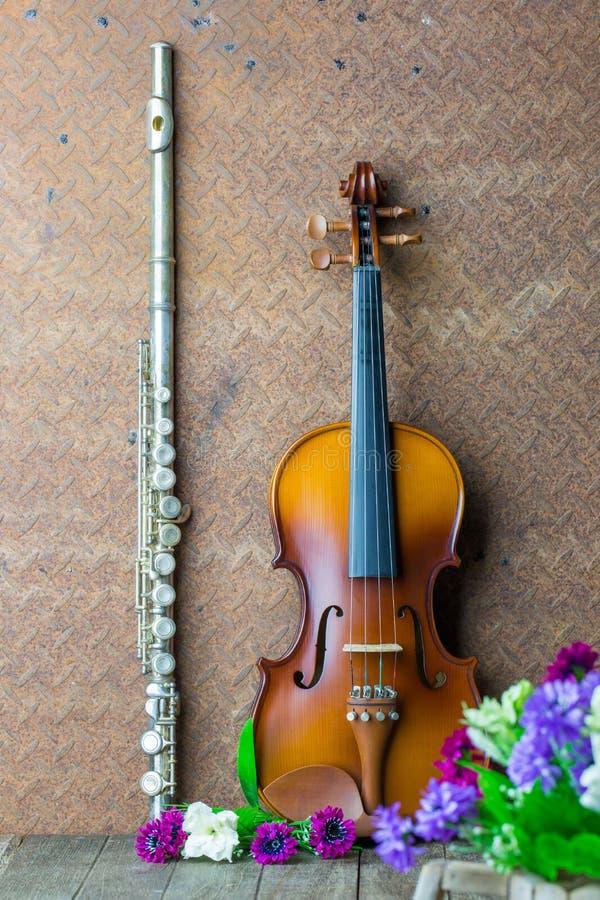 Flauto e violino d'argento fotografia stock