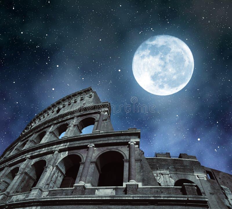 Flavian Amphitheatre eller Colosseum i Rome royaltyfria bilder