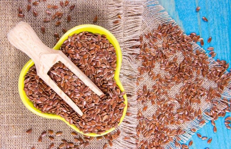 Flaxseed de Brown, alimento biológico para comer saudável imagens de stock