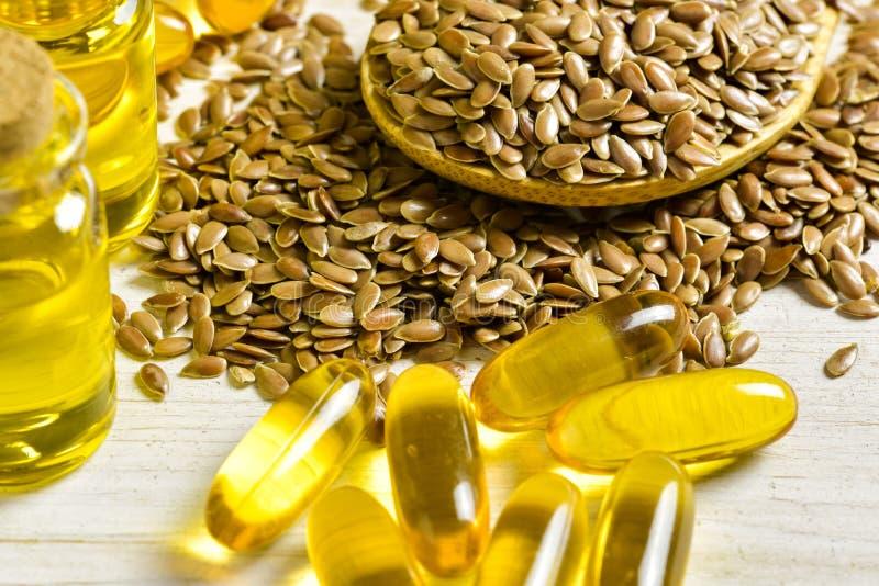 Flaxseeds e óleo de linhaça imagens de stock