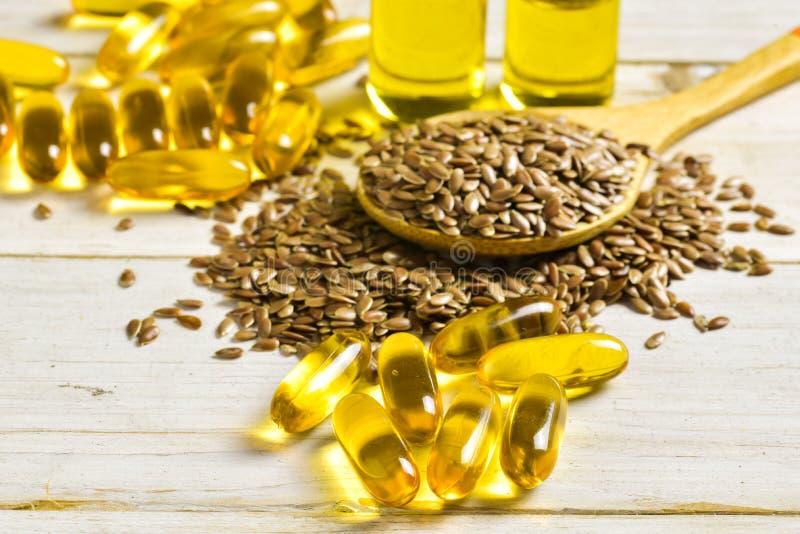 Flaxseeds e óleo de linhaça foto de stock