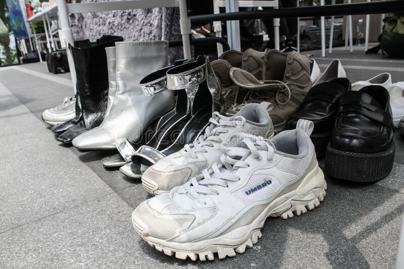 Silver shoes online stream