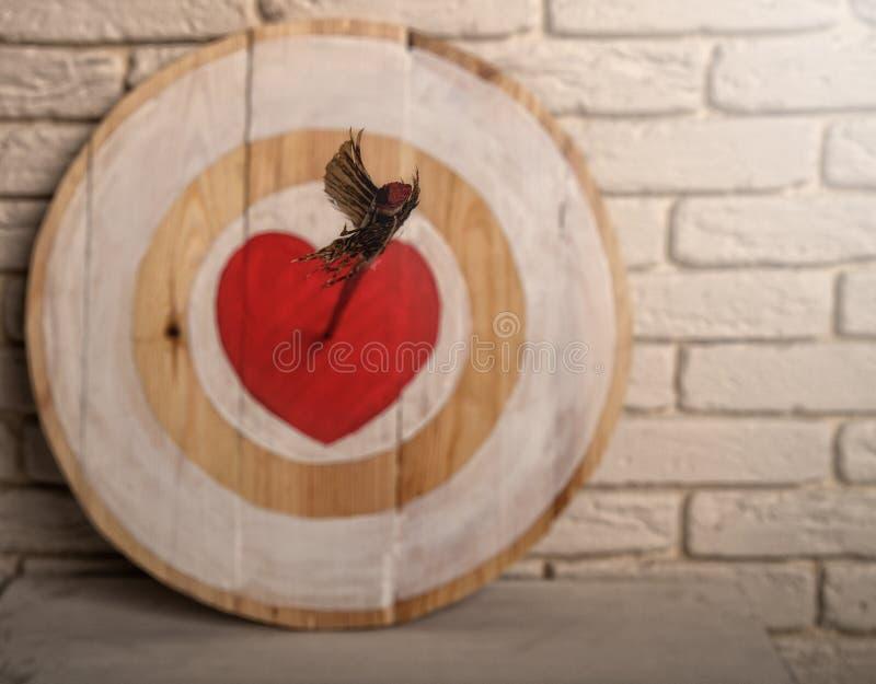 Flecha del coraz?n de la blanco fotografía de archivo