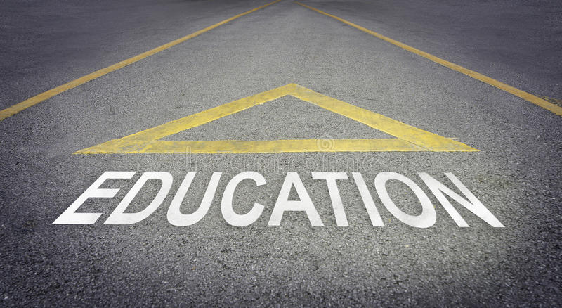 Flecha que señala adelante para un mejor futuro con la educación imagen de archivo libre de regalías