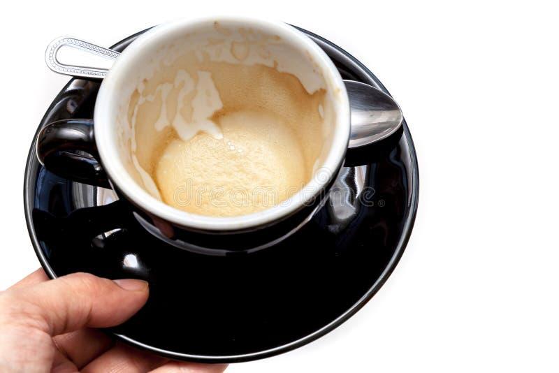Fleck des Kaffees in der schwarzen Schale auf dem weißen Hintergrund lokalisiert stockfotos