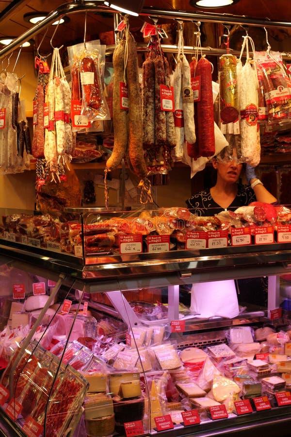 Fleisch angezeigt am La Boqueria, Barcelona stockbilder