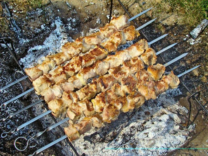 Fleisch auf Aufsteckspindeln stockbilder