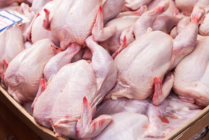 Fleisch des Geflügels bereit zum Verkauf am Markt lizenzfreies stockfoto