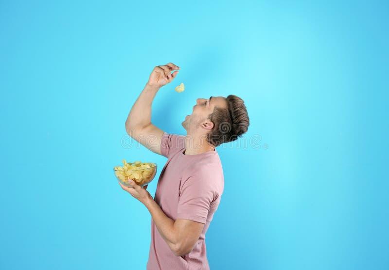 Fleisch fressende Kartoffelchips stockbilder