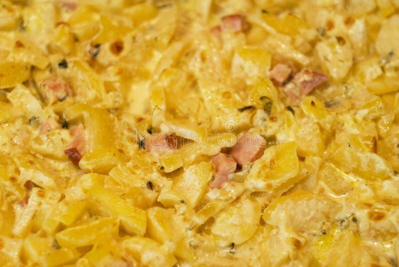 Fleisch mit Kartoffeln und Mahlzeit stockbild