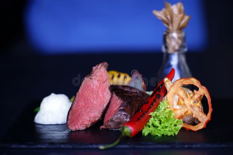 Fleisch, Pfeffer, Tomate, Grüns, Stillleben lizenzfreies stockbild