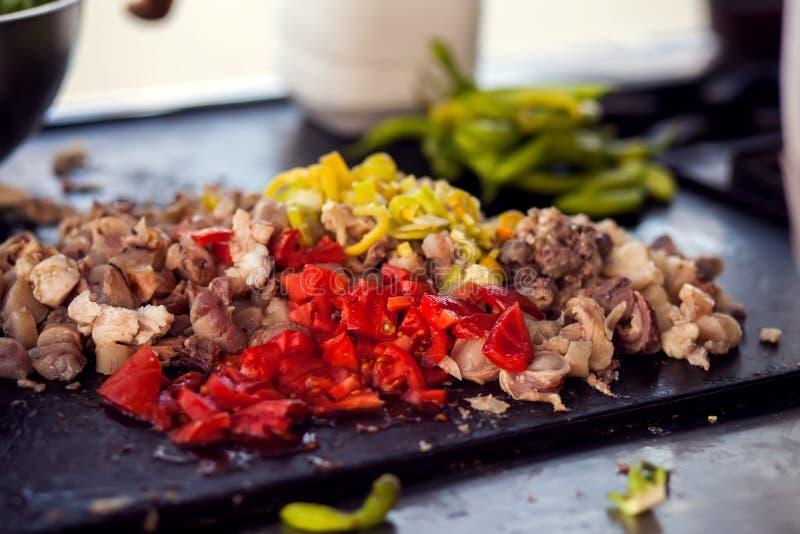 Fleisch und Gemüse Cutted ist zum Kochen des arabischen Gerichtes bereit stockbild