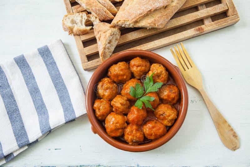 Fleischbälle mit Tomate stockbilder