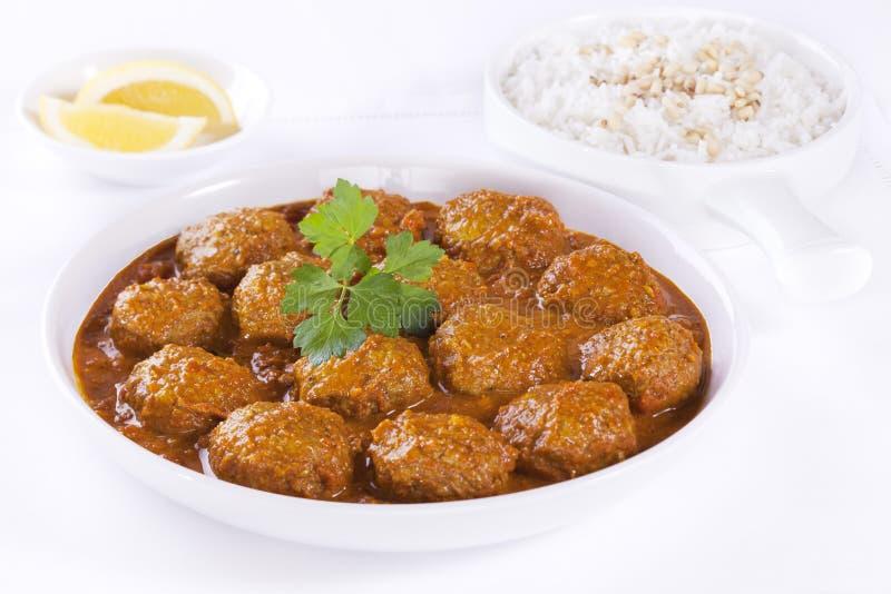 Fleischklöschen in der Soße mit Reis lizenzfreie stockbilder