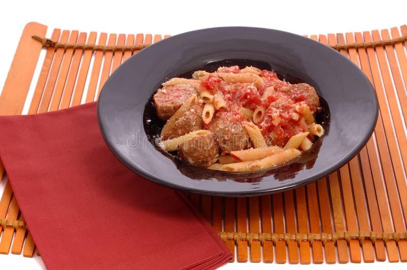 Fleischklöschen und Teigwaren stockbild