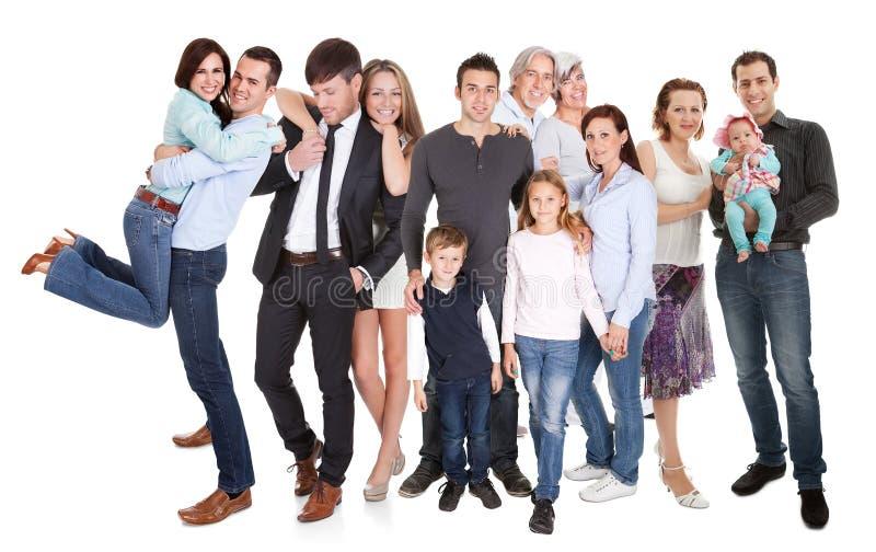 Flera familjer med ungar och kopplar ihop royaltyfri bild