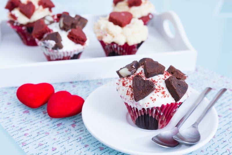 Flera muffin för Sankt valentindag arkivfoto