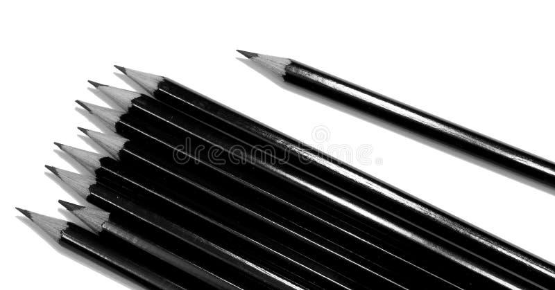 Flera svarta dra blyertspennor som isoleras på vit royaltyfri foto