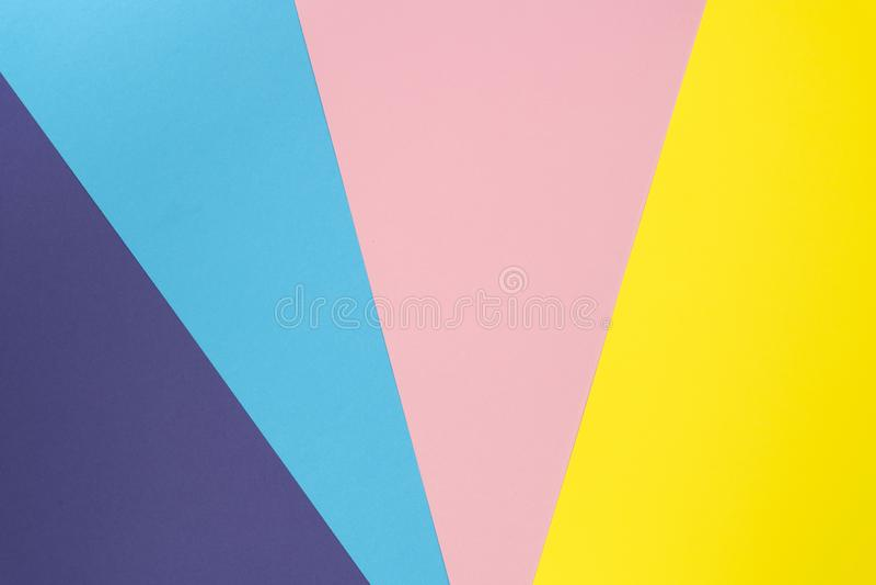 Flerfärgad bakgrund gjorde av pastellfärgad pappers- färg Idérik orientering av färgrik bakgrund för design Lekmanna- l?genhet royaltyfri fotografi