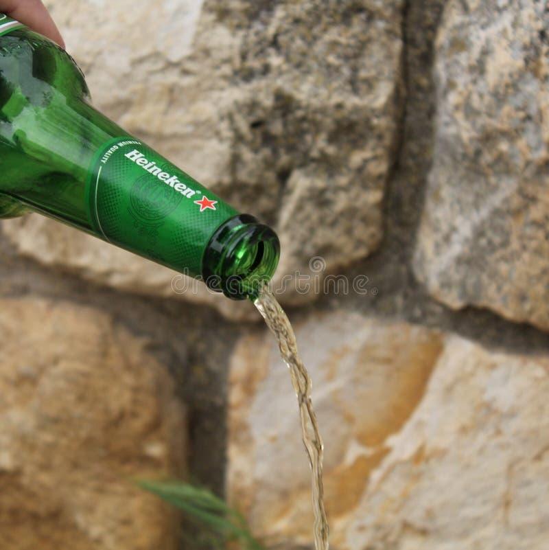 Fles bier stock afbeeldingen