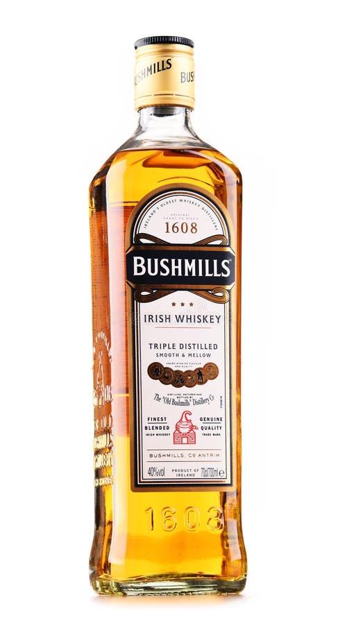 Fles de Originele Ierse die whisky van Bushmills op wit wordt geïsoleerd stock fotografie