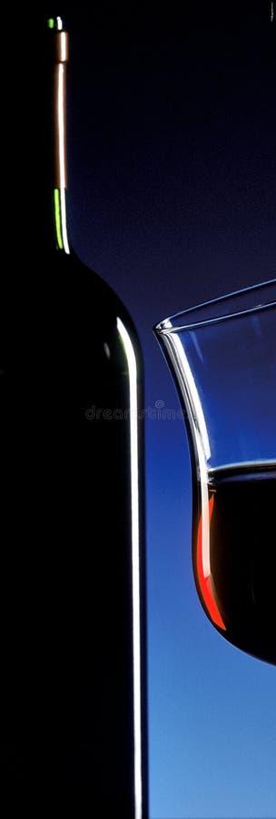Fles en een glas rode wijn royalty-vrije stock foto