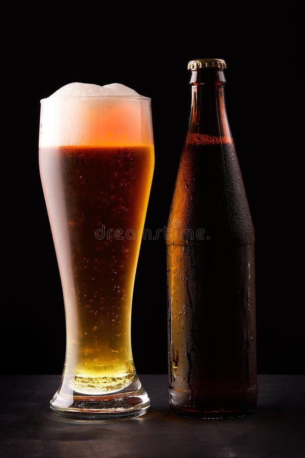 Fles en glas Bier stock foto's