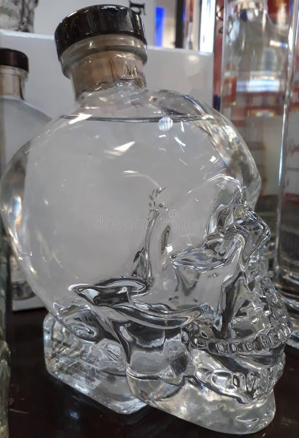 fles en schedelvorm stock foto