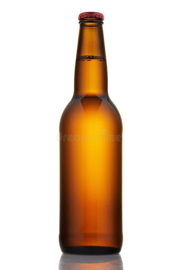 Download Fles Licht Bier Op Witte Achtergrond Stock Foto - Afbeelding bestaande uit up, drank: 114225576