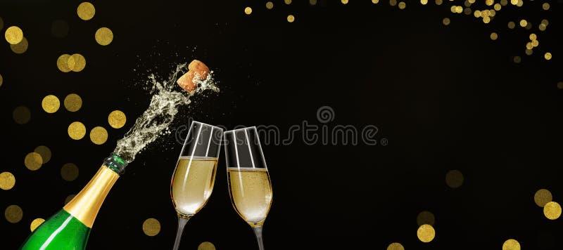 Fles met van het champagneglazen en exemplaar ruimte royalty-vrije stock afbeeldingen