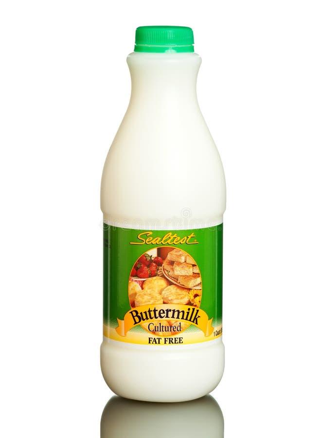 Fles Sealtest gecultiveerde karnemelk, vrij vet royalty-vrije stock afbeeldingen