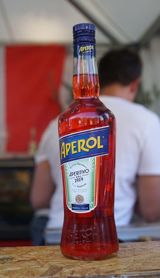 Fles van Aperol apéritif royalty-vrije stock afbeeldingen