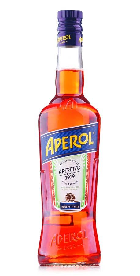 Fles van Aperol, een Italiaans die aperitief door Campari wordt geproduceerd royalty-vrije stock afbeelding